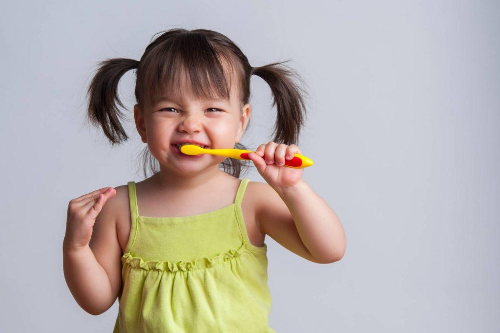 Zdrowe zęby dziecka w czterech krokach