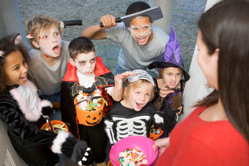 Dentyści w USA skupują słodycze po Halloween